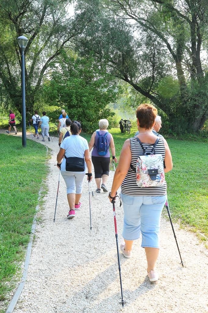 Nordic walking: remek edzések, baráti közösség a Kis-Duna-parton